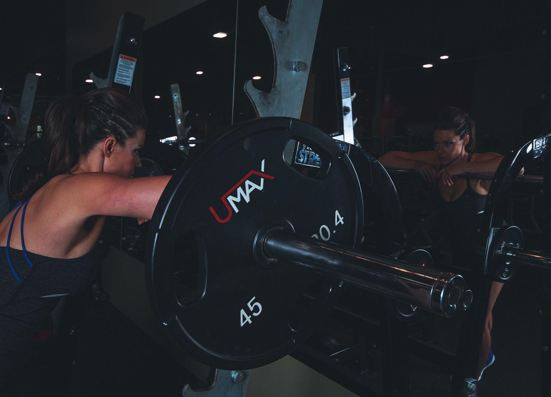 Krafttraining ist nur was für Männer? 5 Gründe warum gerade Frauen Gewichte stemmen sollten!